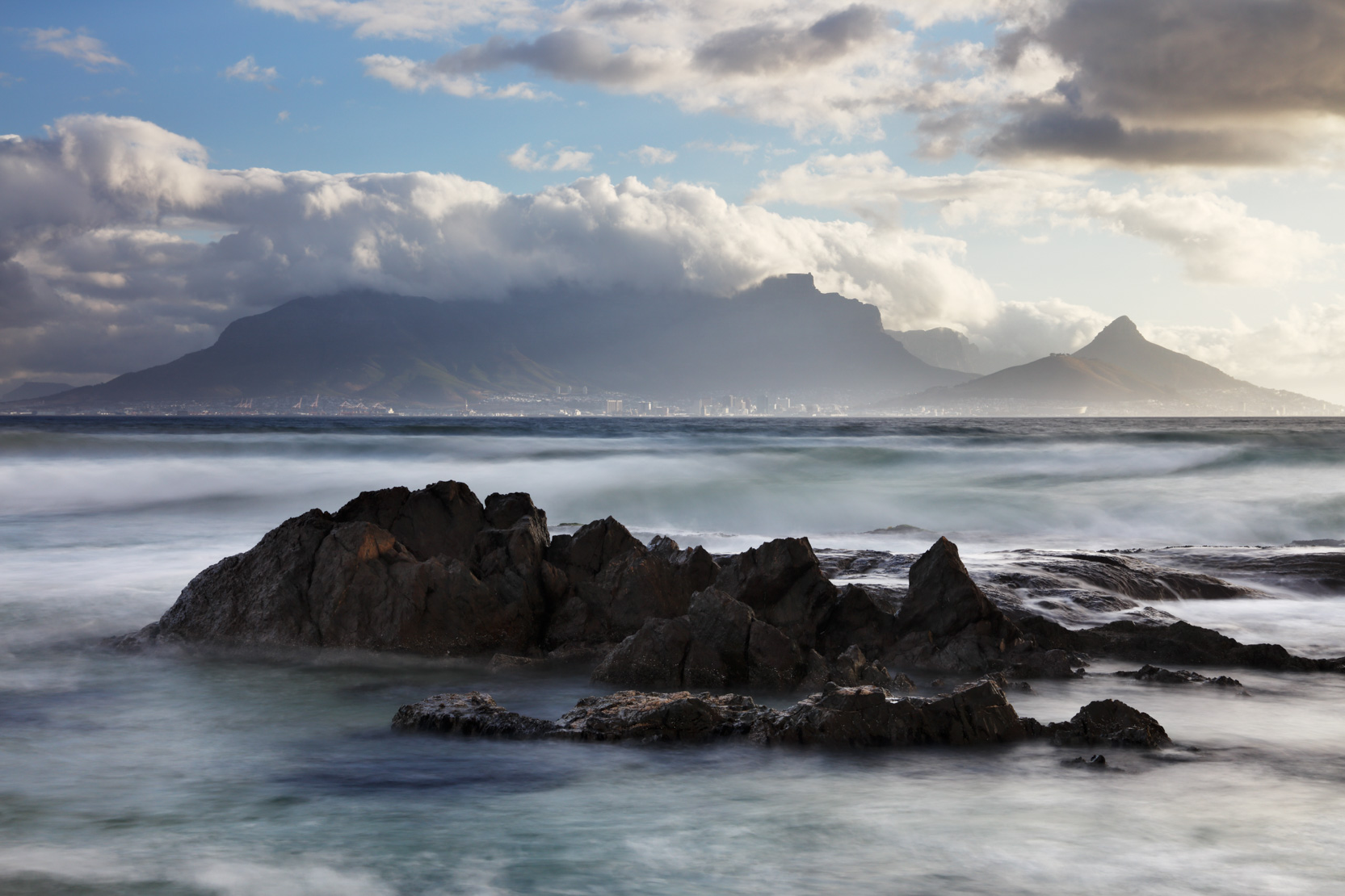 Table Mountain & Cape Town from Bloubergstrand, western Cape, South Africa