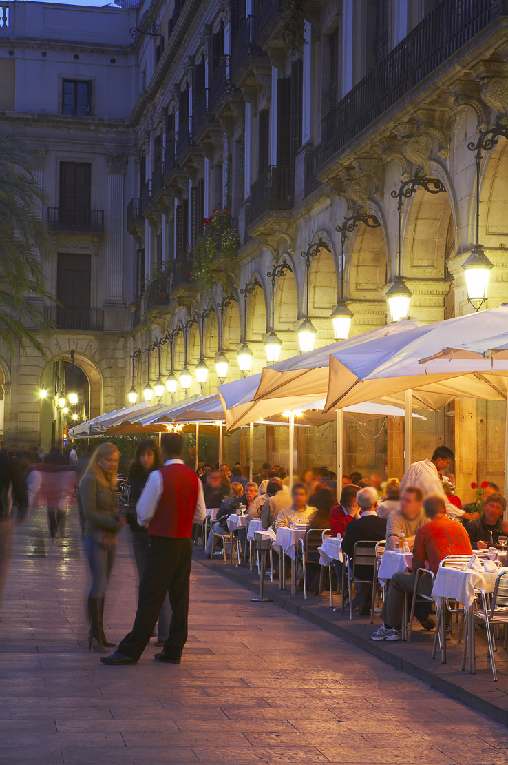 diners at a restaurant in Placa Real at dusk, the Barri Gotic (Old Town), Barcelona, Spain