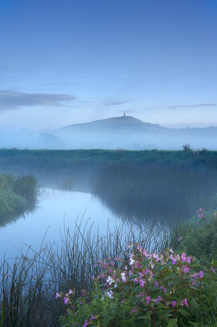 Glastonbury Tor appearing above the mist lying on the Somerset Wetlands at dawn, Somerset, England, UK. (NR)