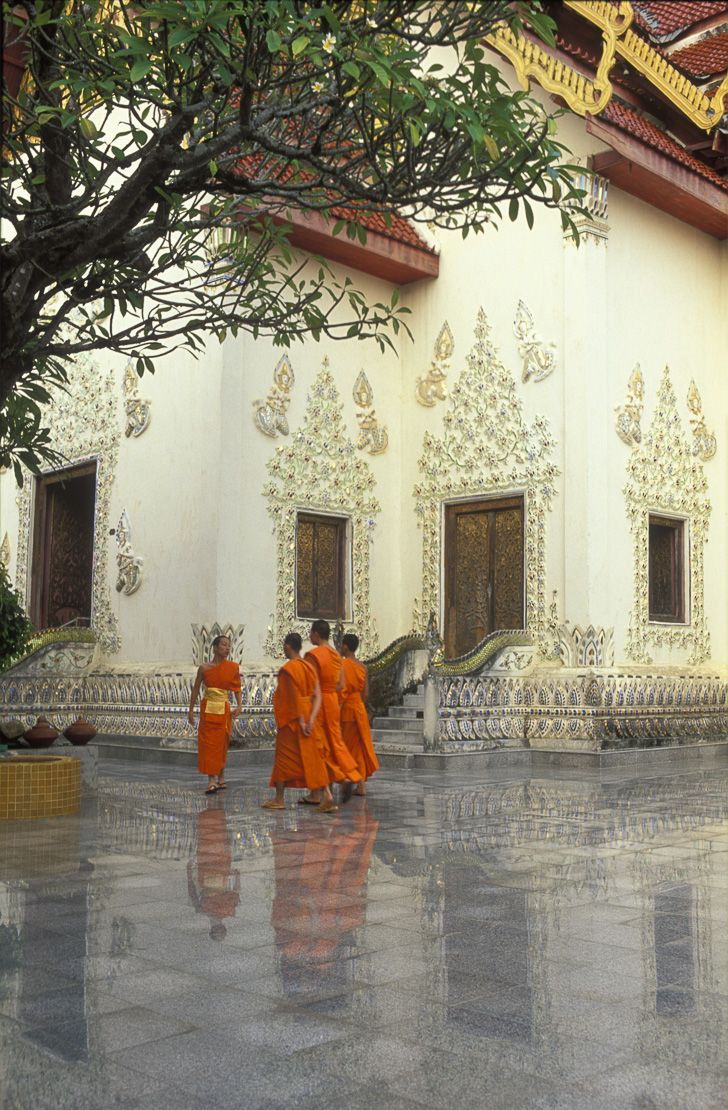 Wat Phra That Cho hae with monks outside Padang, nr Phrae, Northern Thailand
