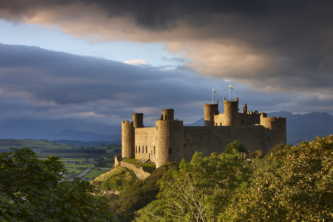 Harlech Castle with the mountains of Snowdonia beyond, Gwynedd, Wales, UK